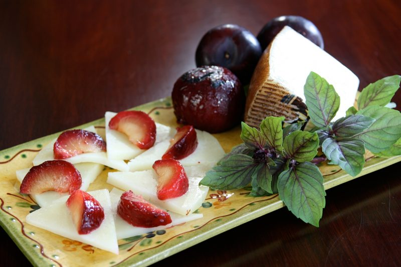 manchego cheese and plums